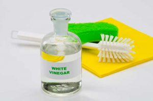 Best-way-to-clean-area-rugs-and-get-out-smells-Use-white-vinegar