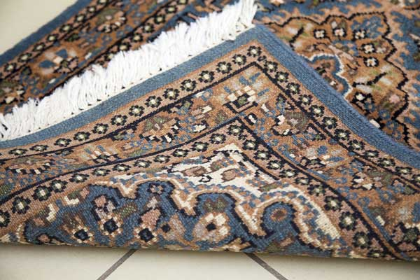 How-to-secure-area-rug-on-top-of-the-carpet