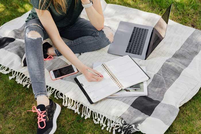 Best-outdoor-rugs-for-rain-1