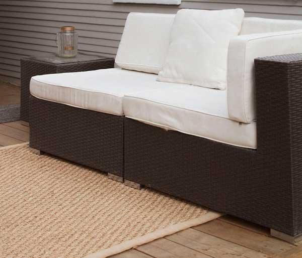 Best-outdoor-rugs-for-wood-decks-3